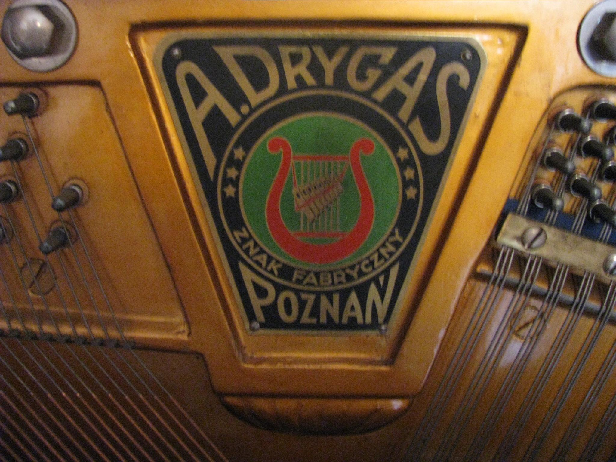 Znak fabryczny pianina A. Drygas