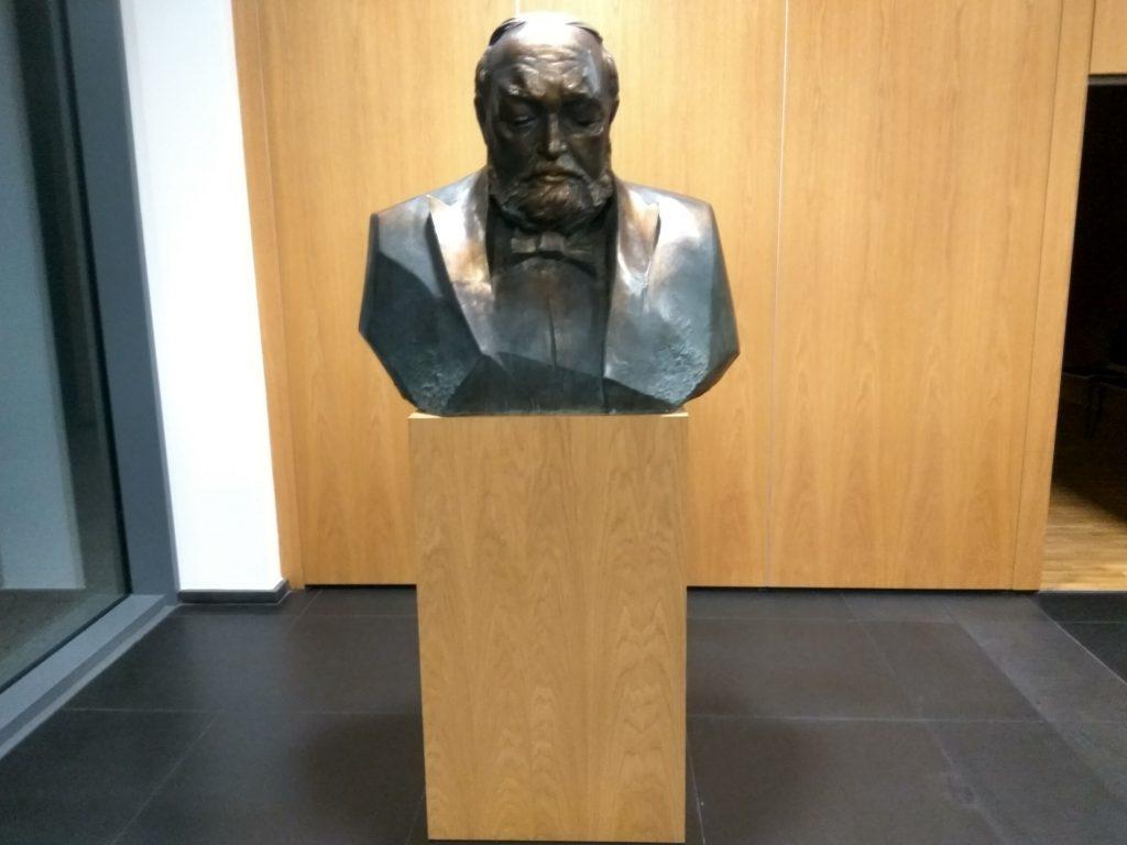 Rzeźba Krzysztofa Pendereckiego w Europejskim Centrum Muzyki w Lusławicach